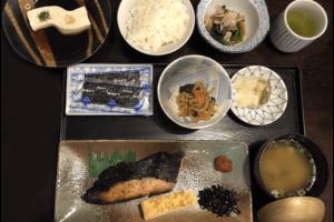 ワイキキの和食レストラン 義経(よしつね)