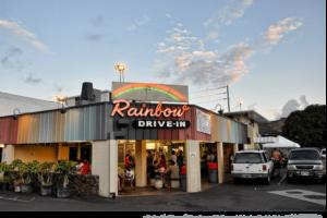 ハワイのローカルごはんをお腹いっぱい食べるならレインボー・ドライブ・インへ