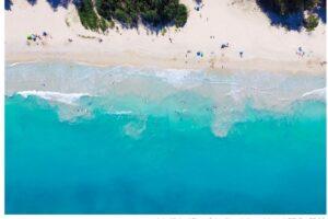白い砂浜とターコイズブルーの海、カイルアビーチ